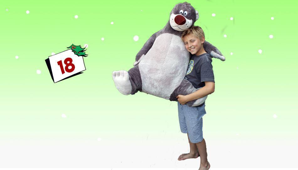 Det blir ikke mer kos enn dette: En kjempestor Baloo kosebamse i plysj.