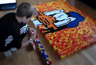 Anders i 7000 domino-brikker!